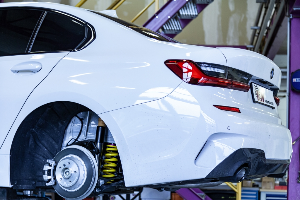 Für die Entwicklung eines KW Gewindefahrwerks setzen wir neben Fahrversuchen auf verschiedenen Teststrecken auch unseren Fahrdynamikprüfstand ein.