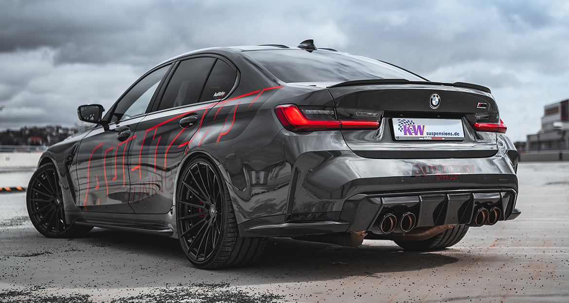 An additional lowering of 20 to 35 millimeters at the front axle and 15 to 30 millimeters at the rear axle of the BMW M4 Coupé (G82) is possible thanks to the KW coilover Variant 4.