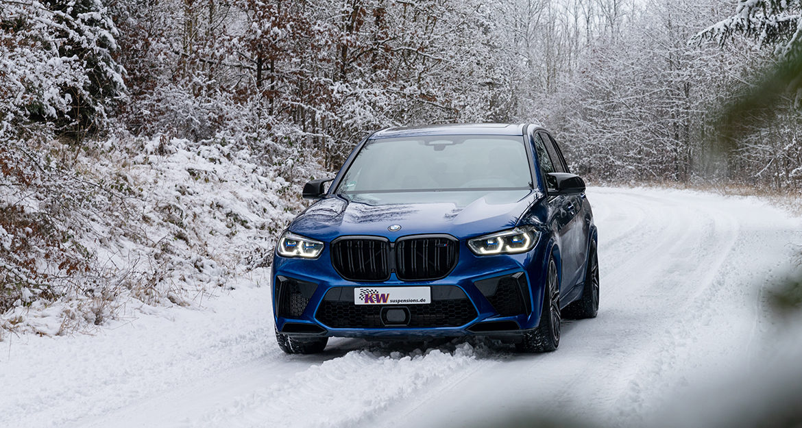 In addition to the driving dynamics and an advantage in driving safety due to the more precise handling, the suspension dampens much more harmoniously on transverse joints and bumps, and the level of residual comfort is surprisingly high.